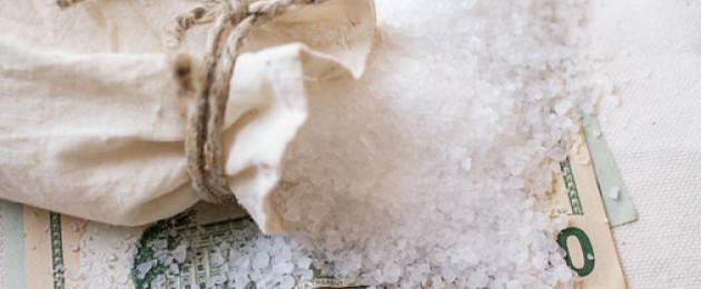 3 Rituales con sal para que no falte el dinero
